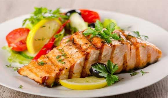 ăn nhiều cá giúp bé tăng chiều cao