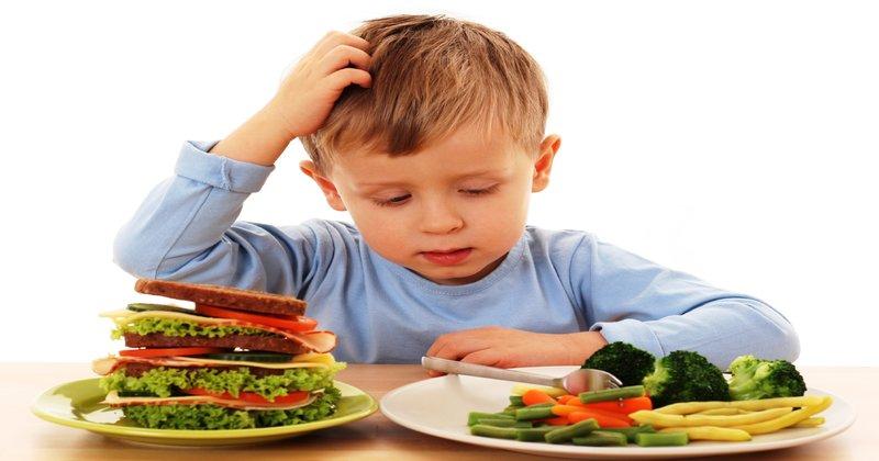 ăn thừa chất cũng là nguyên nhân dẫn đến trẻ kém phát triển