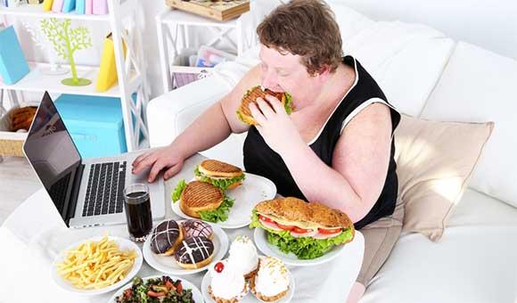 Ăn vặt nhiều khiến trẻ dễ bị béo phì