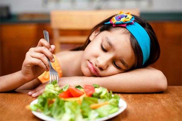 Lười biếng ăn dẫn đến thiếu dưỡng chất để phát triển chiều cao