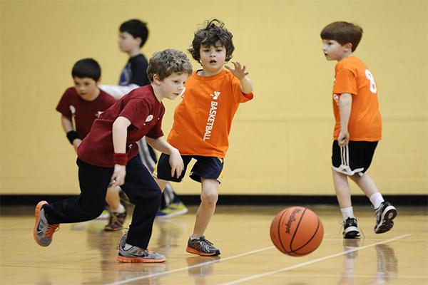 bóng rổ tăng cường khả năng vận động cho trẻ
