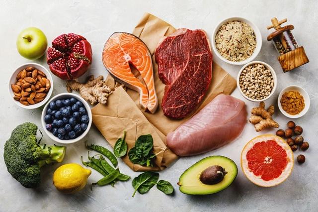 Cần ăn đủ 3 bữa chính mỗi ngày với các loại thực phẩm giàu dinh dưỡng