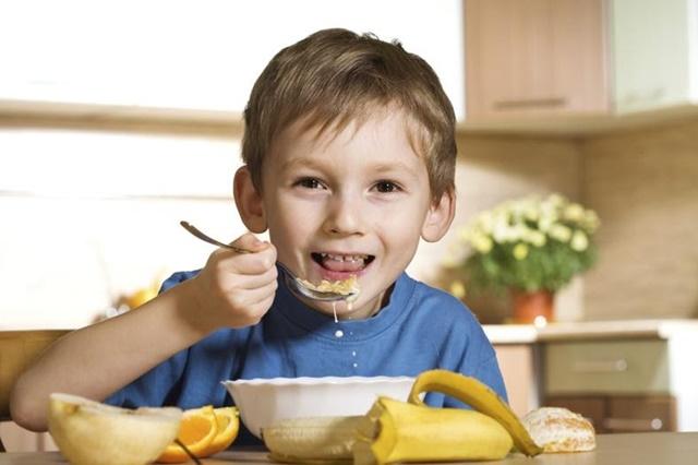 Chế độ ăn uống khoa học giúp con đạt chuẩn chiều cao, cân nặng