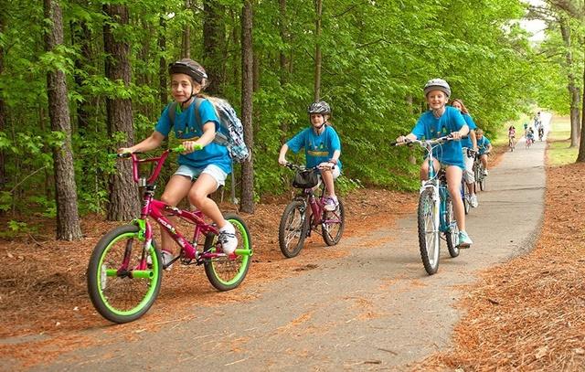 Đạp xe giúp kéo dài chân để tăng chiều cao