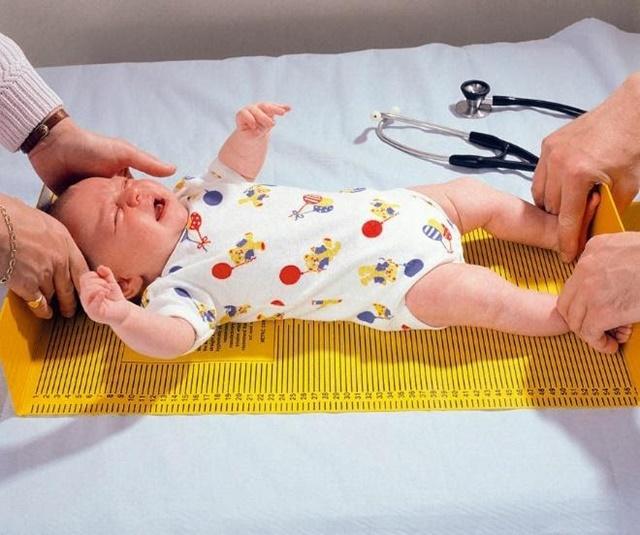 Trẻ dưới 2 tuổi được đo chiều cao ở tư thế nằm