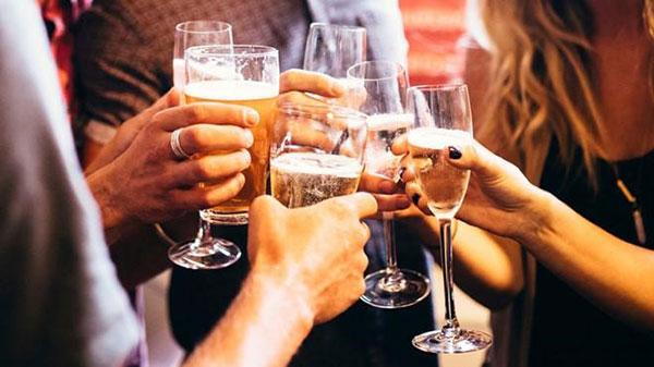 Bia rượu gây hại cho sức khỏe và làn da