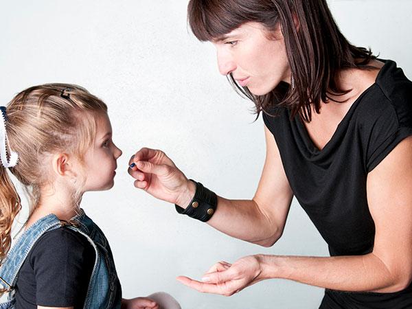 Bố mẹ đang ngày càng quan tâm đến sức khỏe của con cái bằng cách cho con sử dụng TPCN thường xuyên