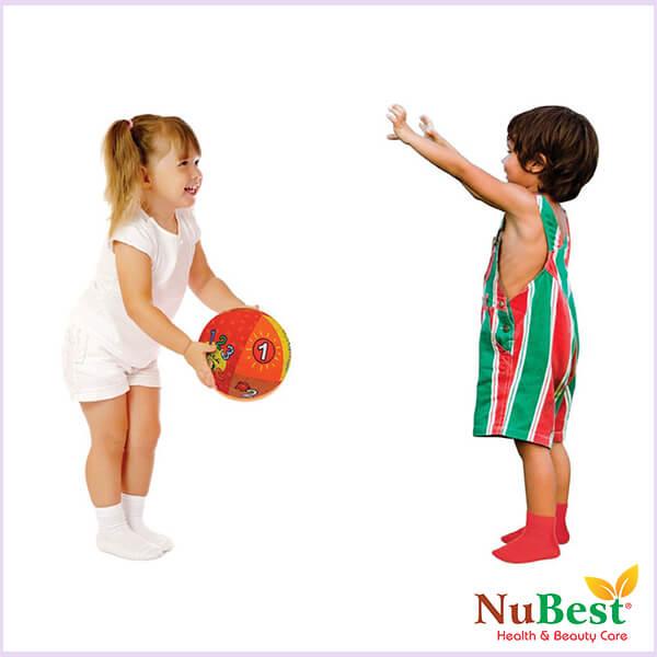 Cho trẻ kết hợp vận động, sinh hoạt điều độ và sử dụng thực phẩm chức năng sẽ tốt cho sự tăng chiều cao