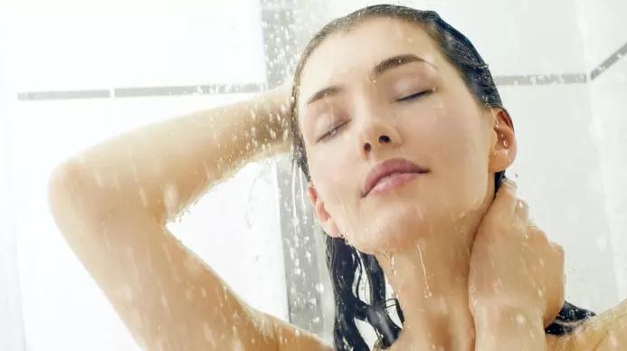 tắm nước ấm giúp tăng chiều cao tuổi 17