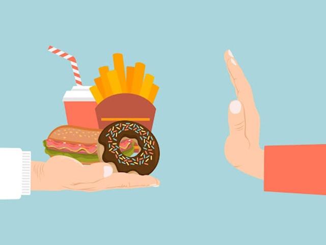 Hạn chế ăn uống các loại thức ăn nhanh