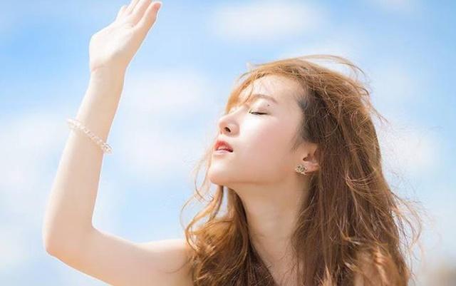 Tiếp xúc ánh nắng mặt trời để bổ sung vitamin D qua da