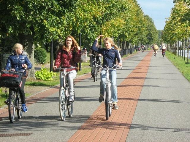 Đạp xe để kéo dài xương chân
