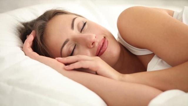 Ngủ sớm giúp cải cơ thể sản sinh lượng nội tiết tố tăng trưởng lớn