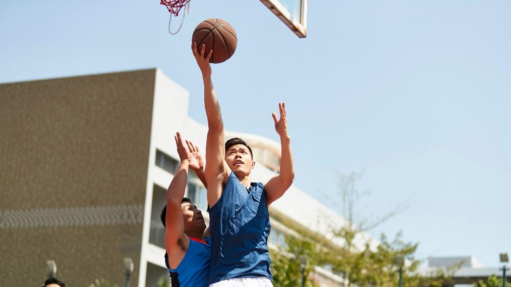 chơi bóng rổ tốt cho tuổi 22
