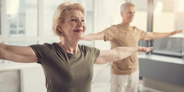 Yoga tăng cường sự linh hoạt, tăng phạm vi hoạt động cho người già