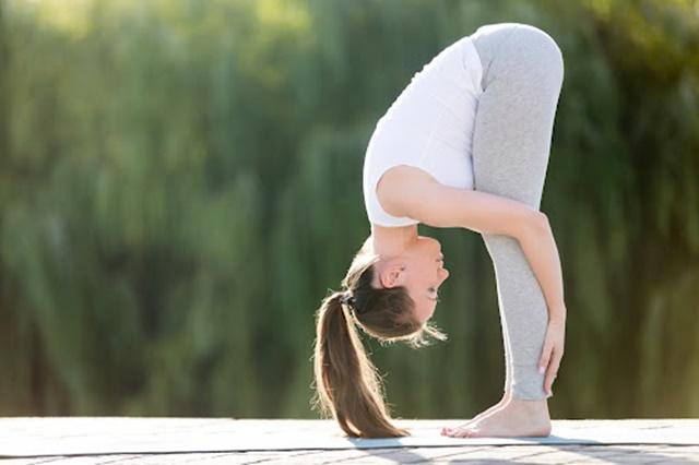 Tư thế giúp giúp kéo dài cột sống và gân kheo, từ đó giúp tăng chiều cao nhanh chóng