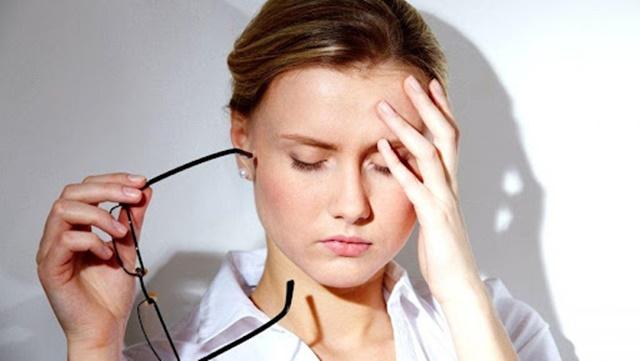 Mệt mỏi, căng thẳng là dấu hiệu thường gặp khi cơ thể thiếu hụt vitamin